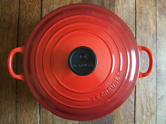 difference between le creuset signature and classic