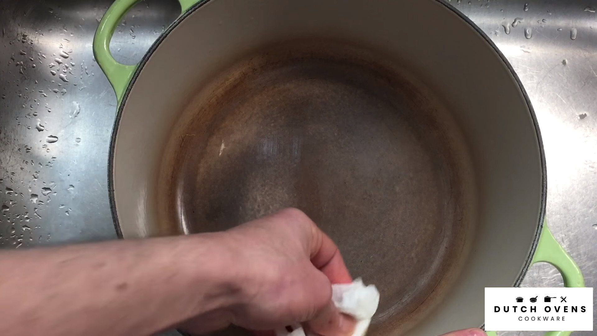 how to clean a dirty dutch oven