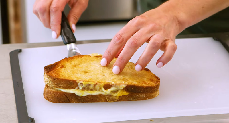 grilled cheese sandwich in air fryer