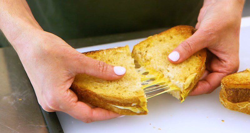how to make grilled cheese in an air fryer