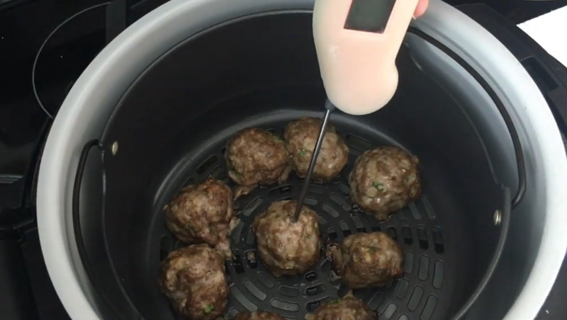 how long to cook meatballs in air fryer